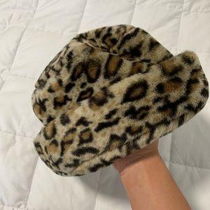 Fur leopard bucket hat 🔥